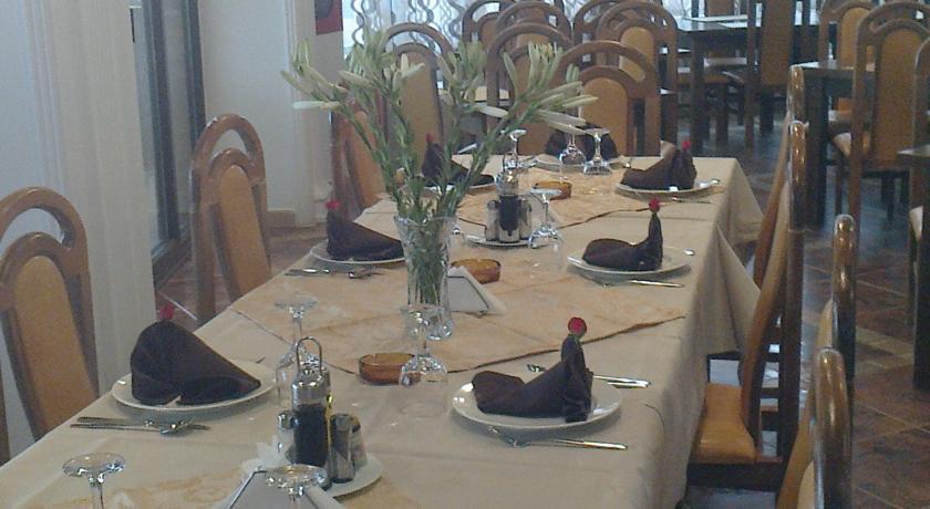 Hotel Victory Vama Veche - restaurant masa
