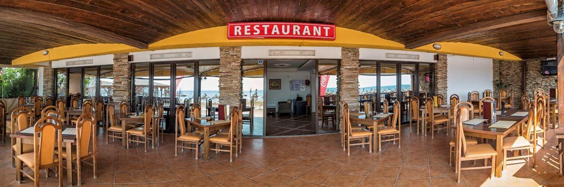 Restaurant faleza Vama cu vedere la mare